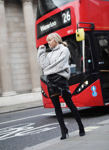 sweater tumblr knit knitwear knitted sweater cable knit skirt mini skirt black skirt leather skirt black leather skirt boots black boots over the knee boots