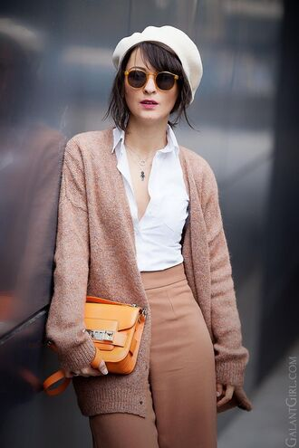 hat white beret pink cardigan white shirt blush pink pants orange handbag blogger round sunglasses