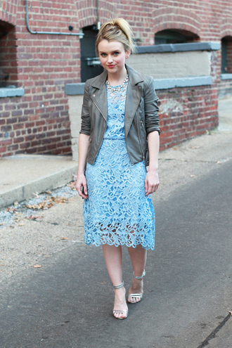 blogger khaki sandals jacket poor little it girl lace dress blue dress perfecto