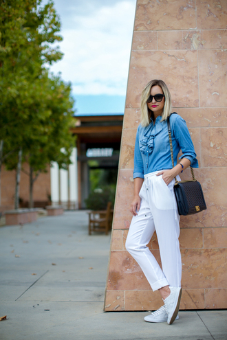 late afternoon blogger bag blue shirt ruffle white pants drawstring pants quilted bag