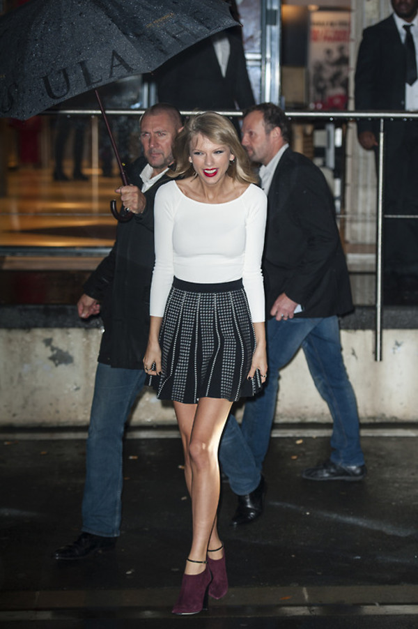 skirt top blouse taylor swift shoes booties fall outfits