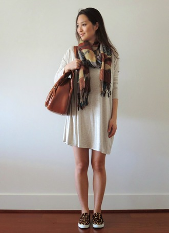 sensible stylista blogger shoes dress scarf bag