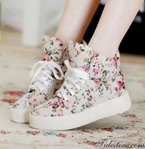 girly floral shoes sneakers high top sneakers floral vintage retro cute girl teenager high top sneakers floral plateau t-shirt sweet shirt dress floral shoes sweet shoes cute shoes skirt trainers trainers chic chic beautiful amazing shoes vans style fashion