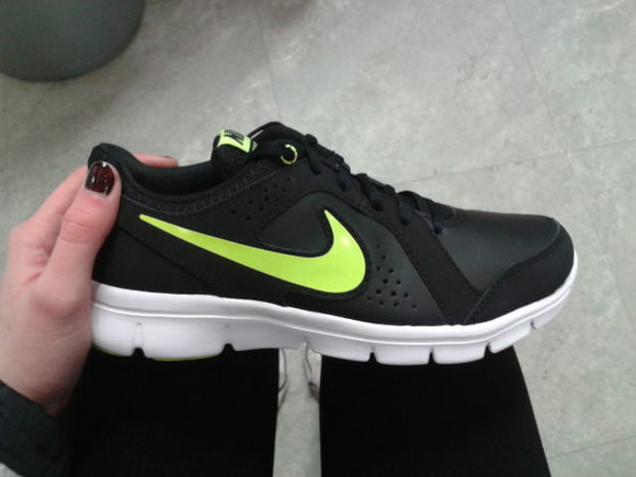 jogging white black shoes nike green sports wear nike sports wear tumblr fresh