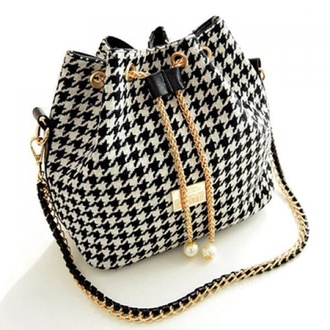 bag black and white purse gold accents shoulder bag drawstring bucket bag fashion gold style stylish cute girly elegant classy purse houndstooth black and white feminine