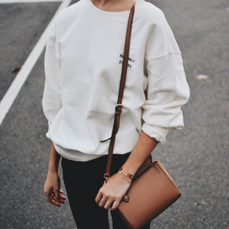 sweater white sweater embroidered top tumblr sweatshirt embroidered jeans black jeans bag shoulder bag brown bag back to school