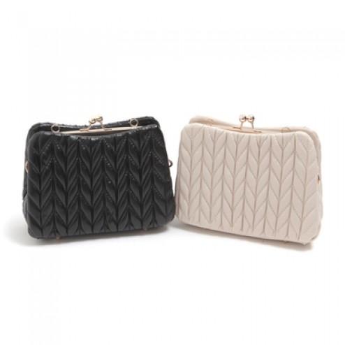 Volume feminine purse