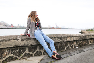 clochet blogger jacket coat t-shirt jeans loafers blazer spring outfits