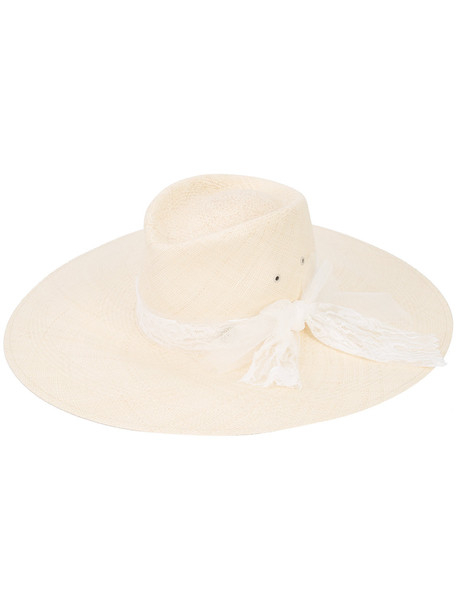 hat nude