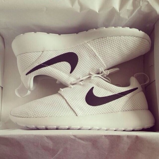 new concept b0b12 5c87e ... discount shoes nike roshe run nike roshe runs white nike roshes floral  white shoes white black ...