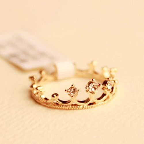 Choke a small chili with a small diamond crown ring tail ring finger lolita crown