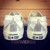 shoes,converse,retro noeud,sparkle,white,bling,bow,pretty,allstars,jewels,i guess idk,ribbon,diamonds,bows,crystal