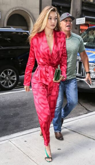 pajamas pants gigi hadid style gigi hadid sandals nyfw 2017 ny fashion week 2017 model off-duty plunge v neck pink shoes