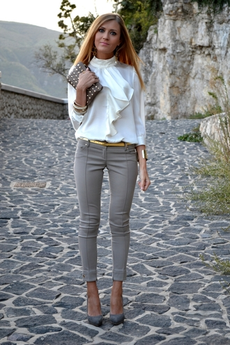 dress pants classy office outfits gold belt blonde blonde hair clutch studs heels gray seam form fitting tight skinny pants skinny jeans professional blouse white blouse bangle pants