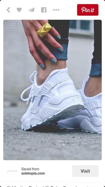shoes, white huaraches, huarache, nike