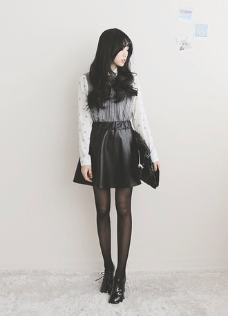 skirt leather skirt leather skirt black leather skirt and boots boots tights layered shirt layers vest long sleeves ulzzang cute fashion korean fashion underwear sweater blouse shoes