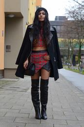 she wears fashion,t-shirt,hat,coat,shoes