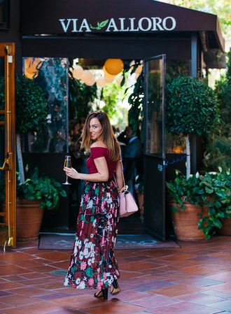 sydne summer's fashion reviews & style tips blogger top skirt bag jewels shoes