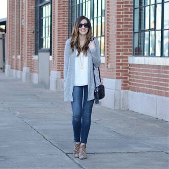 cardigan grey cardigan top white top pants blue pants necklace gold necklace sunglasses black sunglasses bag black bag sweater jewels
