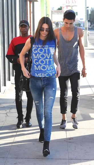jeans kendall jenner shoes bag t-shirt sunglasses