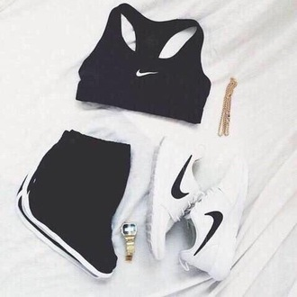 shorts summer comfy hot black white nike beautiful sun outfit outfitgoals summer outfits workout tumblr outfit american apparel black nike shorts