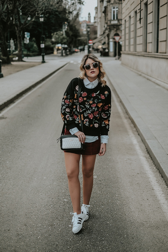 si las calles hablasen blogger shirt shoes skirt bag jewels sweater sunglasses shoulder bag sneakers winter outfits
