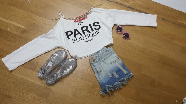 jeans acid wash glasses necklace shorts crop tops long sleeve crop top white printed crop top