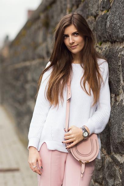 simple et chic blogger pants sweater shoes bag jewels