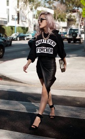 black leather skirt,cropped,cropped sweater,cropped hoodie,chain,gold chain,gold choker,black sandals,urban,pink hair,asymmetrical skirt,t-shirt,black heels,ankle strap heels,box clutch,gold link chain necklace,black t-shirt,slogan t-shirts,leather skirt,black wrap skirt,black ankle strap heels,streetstyle