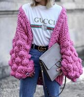 cardigan,pink cardigan,tumblr,chunky knit,oversized,oversized cardigan,logo tee,gucci,bag,grey bag,denim,jeans,blue jeans,gucci belt,logo belt,t-shirt,white t-shirt,gucci t-shirt