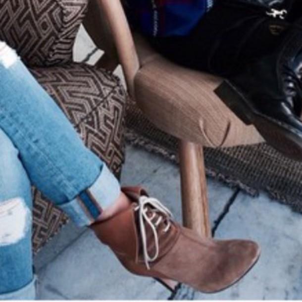 shorts biege heel boots