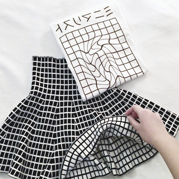 skirt white black japan black skirt white skirt grid reversible plaid plaid skirt checkered pale tumblr tumblr clothes top pattern japanese writing t-shirt