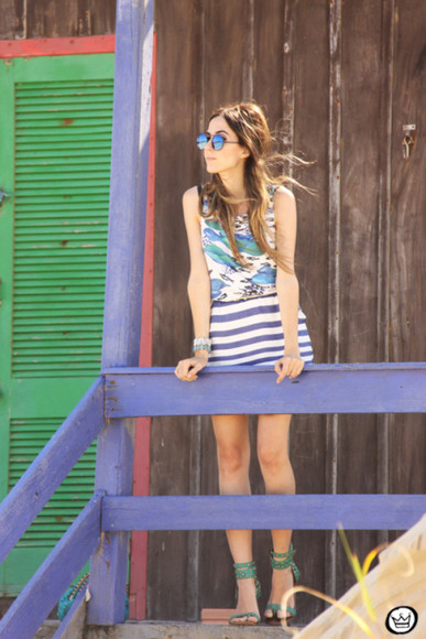 summer outfits blogger fashion coolture top sunglasses striped skirt mirrored sunglasses bracelets