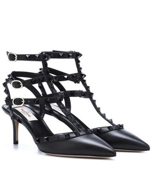 Valentino Garavani Rockstud leather pumps in black