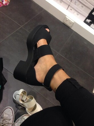 shoes black heels sandals platform shoes strap chunk chunky modern chic girly grunge edgy cute stylish double strap