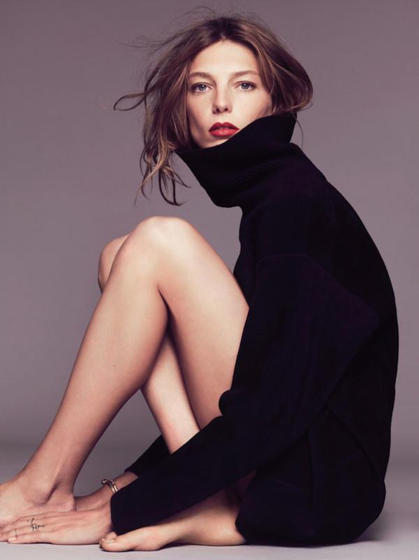 le fashion image blogger make-up jewels turtleneck black oversized turtleneck sweater