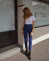 jeans,high waisted jeans,white t-shirt,vinyl,black boots,shoulder bag