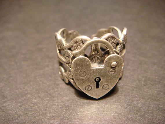 Heart lock ring in antique silver (477) on wanelo