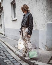 skirt,printed skirt,pleated skirt,mini skirt,handbag,transparent  bag,leather jacket,earrings,sneakers