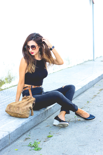 shoes and basics blogger ripped jeans round sunglasses suede bag boho bag black crop top