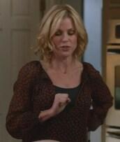 blouse,modern family,claire dunphy,julie bowen