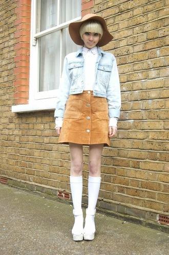 stella's wardrobe blogger hat 60s style denim jacket white shirt floppy hat white shoes uniqlo