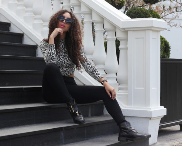 from hats to heels blogger roses long sleeve crop top black boots black sunglasses