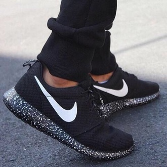 shoes nike nike roshe run roshe runs black and white