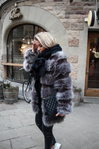 coat tumblr grey coat fur coat big fur coat faux fur coat grey fur coat scarf bag black bag quilted quilted bag pants black pants black leather pants leather pants