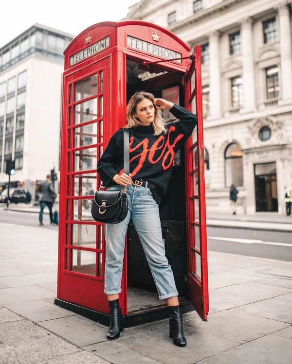 bag shoulder bag black bag leather bag ankle boots black boots jeans straight jeans high waisted jeans belt sweater knitted sweater
