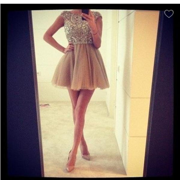 Фото девушек в платье со спины дома