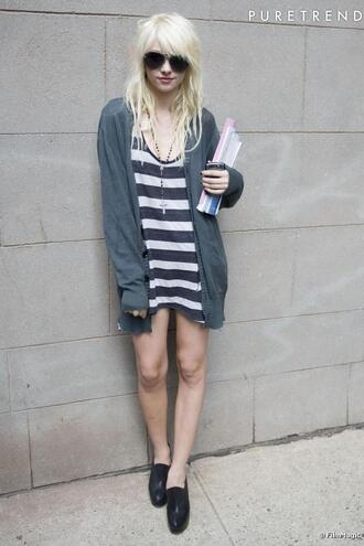 taylor momsen blue dress black shoes dress shoes