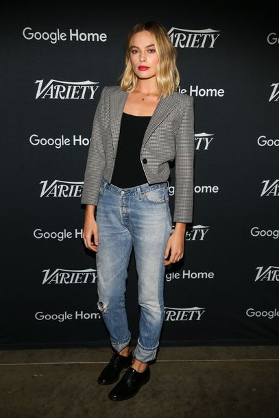 top blazer jeans margot robbie fall outfits