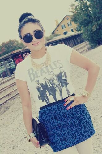 t-shirt the beatles t-shirt blue roses skirt sunglasses vintage peter pan collar black clutch rock style skirt bag jewels